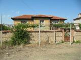 Двуетажна къща с двор в спокойно село край Пловдив и река Марица