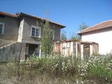 Здрава просторна къща с двор близо до Ихтиман и магистрала Тракия