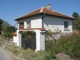 Ремонтирана двуетажна селска къща с двор край Елхово