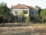 Слънчева двуетажна къща в малко село край река Тунджа и Елхово