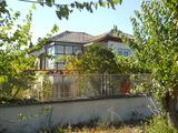 Двуетажна къща в село Крушово