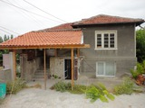 Къща с частичен ремонт близо до река Марица