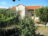 Еднофамилна къща с двор край Хисаря и винарска изба Старосел