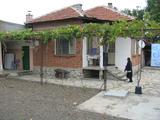 Атрактивна еднофамилна къща с двор край Елхово
