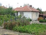 Уютна едноетажна къща с двор и добра комуникативност край Елхово