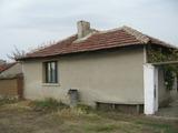 Уютна и слънчева едноетажна къща с двор близо до Елхово и красив язовир