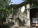 Годна за обитаване къща сдвор в живописен район до Велико Търново