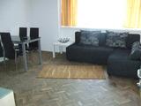 Просторен, ремонтиран и оборудван тристаен апартамент в центъра на Пловдив