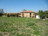 Двуетажна къща с обширен двор в живописен район край Брезово