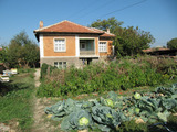 Красива селска двуетажна къща с двор на 40 км от Пловдив