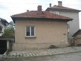 Обзаведена двуетажна къща в спокойно село край София