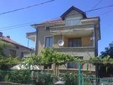 Триетажна къща в град Ахелой