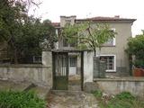 Каменна къща в планинско село