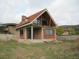 Прекрасна нова къща с двор в покрайнините на спа курорт Хисаря