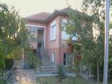 Здрава двуетажна къща в спокойно село край спа курорт и Хасково