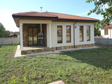 Две напълно готови новопостроени къщи в село до град Бачлик