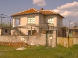 Масивна селска къща с двор на 30 км от Ямбол