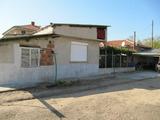 Стара и нова къща с двор на изгодна цена край Брезово