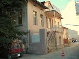 Триетажна сграда с паркинг в центъра на Варна