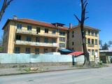 Массивное трехэтажное здание в городe в 40 км от города Велико Тарново