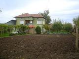 Двуетажна тухлена къща на 28 км. от Велико Търново