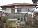Приятна къща с двор край Елхово