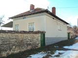 Едноетажна къща с голям двор в село на 30 км. от Велико Търново