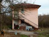 Стопанска сграда в малък град на 24 км от Велико Търново