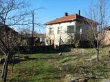 Голяма двуетажна къща в Балкана