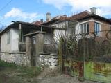 Detached bargain house with garden near Elhovo