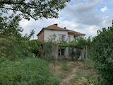 Здрава къща с голям двор край Елхово