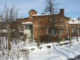 Къща без покрив с двор край Тополовград