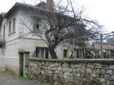 Просторна слънчева къща с двор край Елхово