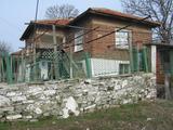 Атрактивна къща с двор на 35 км от Ямбол и Елхово