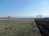 Обширна земеделска земя с планинска панорама на 5 км от Пловдив