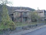 Двуетажна къща в село с минерални извори и река