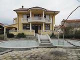 Луксозна къща с двор в полите на Родопите край Пловдив