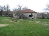 Стара къща за събаряне с обширен двор край Елхово
