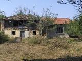 Дом с садом недалеко от города Севлиево