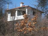 Двуетажна вила с двор и красива гледка на 34 км от София