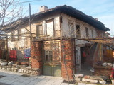 Масивна къща с двор в град Куклен в полите на Родопите
