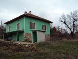 Двуетажна масивна къща на 30 км от Велико Търново