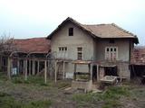 Тухлена двуетажна къща в село на 8 км  от гр. Павликени