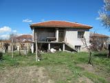 Еднофамилна селска къща с двор близо до Пловдив