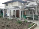 Голяма къща с механа  и гараж на 6 км. от град  Велико Търново