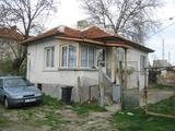 Уютна еднофамилна къща с двор в центъра на Елхово