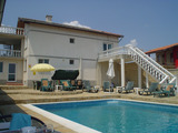 Къща за гости с басейн и снек бар