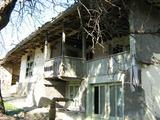 Стара автентична къща с голяма двор близо до старата столица