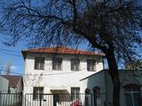 Масивни сгради със земя и паркоместа в центъра на Пловдив