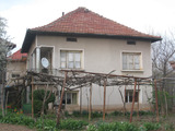 Solid house in good condition featuring a pleasant garden